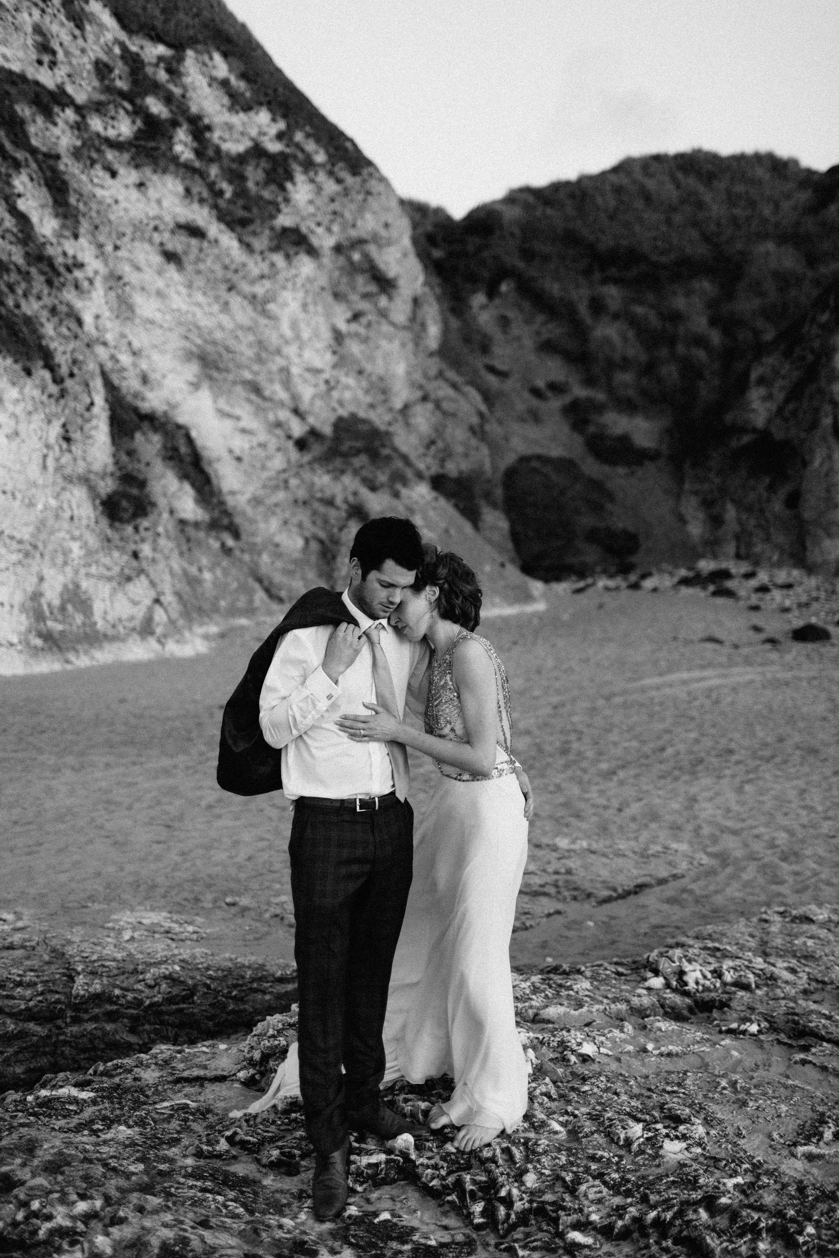 peter-carvill-weddings-fine-art-white-rocks-beach_0195