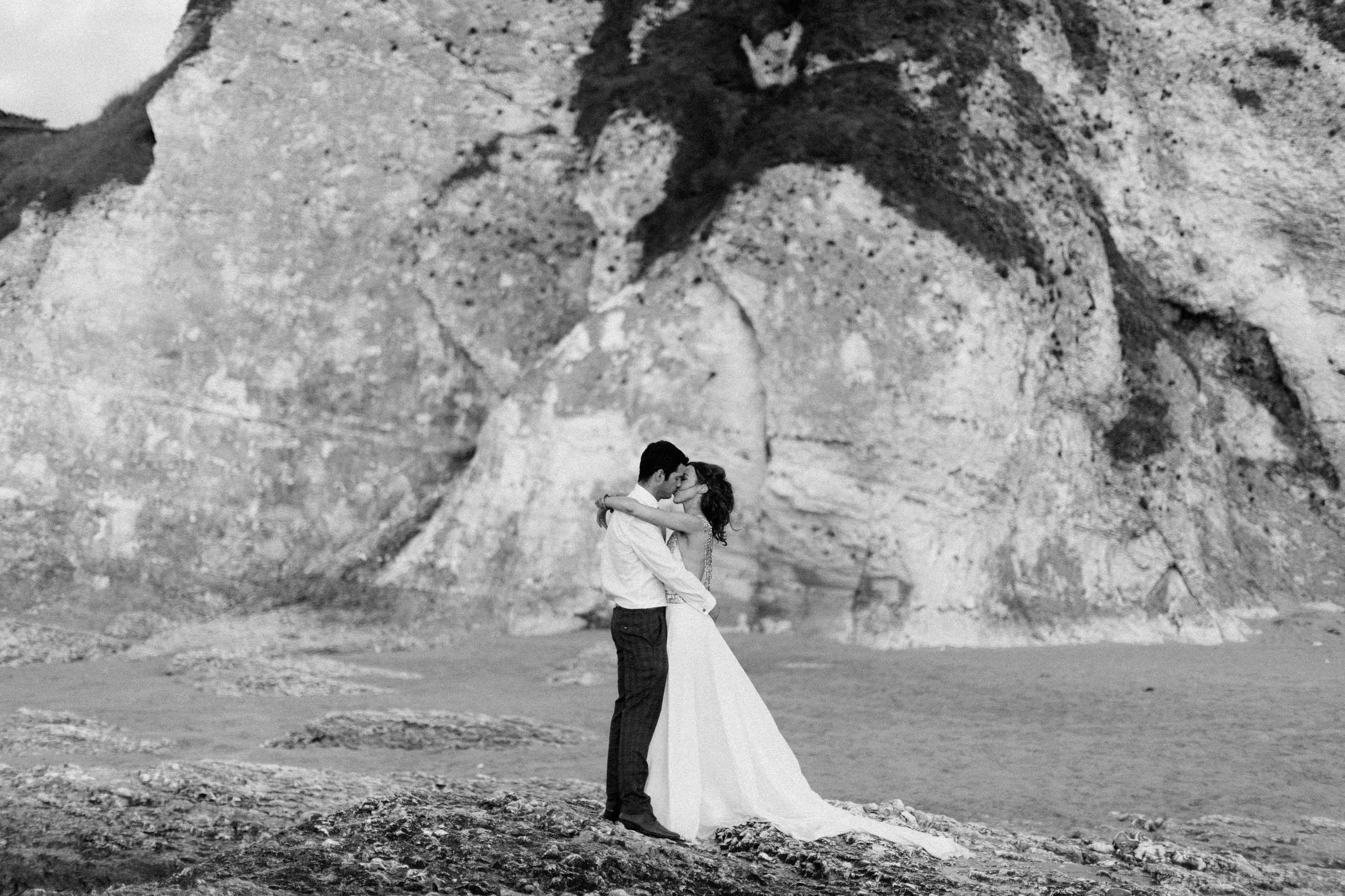 peter-carvill-weddings-fine-art-white-rocks-beach_0197